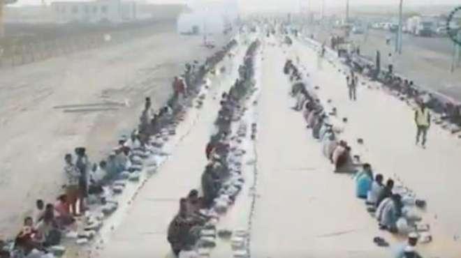 عالمی سیاحتی مرکز دبئی میں دنیا کے طویل ترین افطار دستر خوان کا ریکارڈ ..