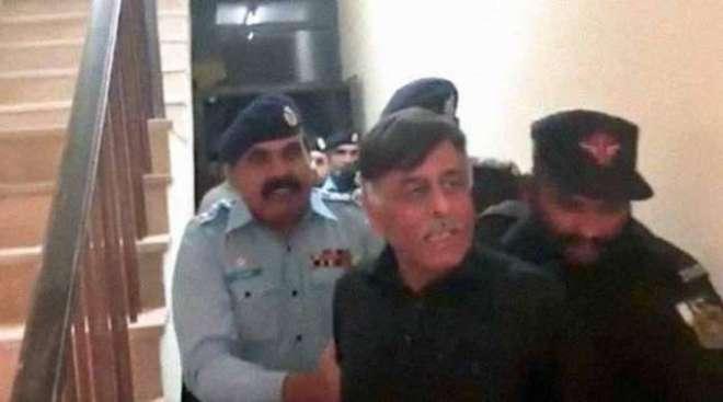 نقیب اللہ قتل کیس میں نامزد سابق ایس ایس پی ملیر راؤ انوار کے کمرہ عدالت ..