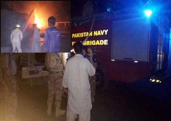 پاک بحریہ کے فائر فائٹرز نے تربت میں آئل ڈپو میں لگنے والی آگ پر قابوپاکر ..