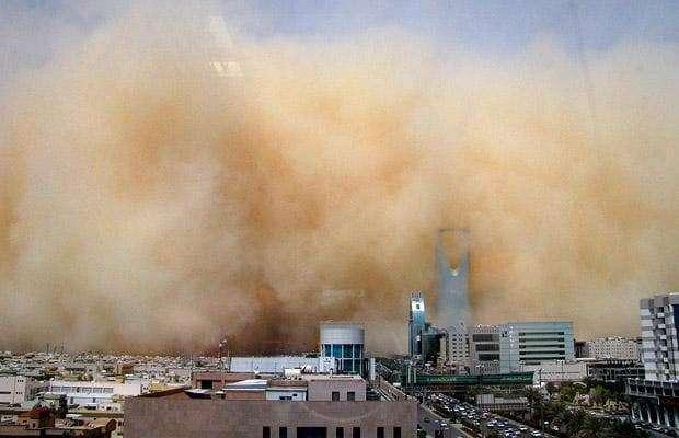 مکہ مکرمہ اور جدہ سمیت سعودی عرب کے میں گردوغبار کا طوفان منگل تک جاری ..
