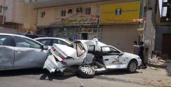 پاکستانی ڈرائیور غضبناک ہو کر سعودی گاڑیوں پر چڑھ دوڑا