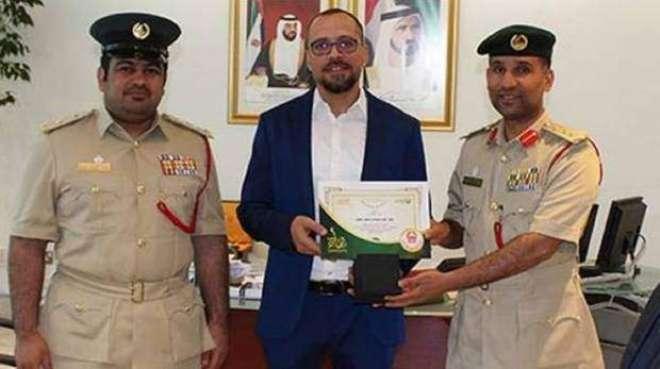 دُبئی پولیس نے شہری کو بہادری کے اعزاز سے نوازدیا