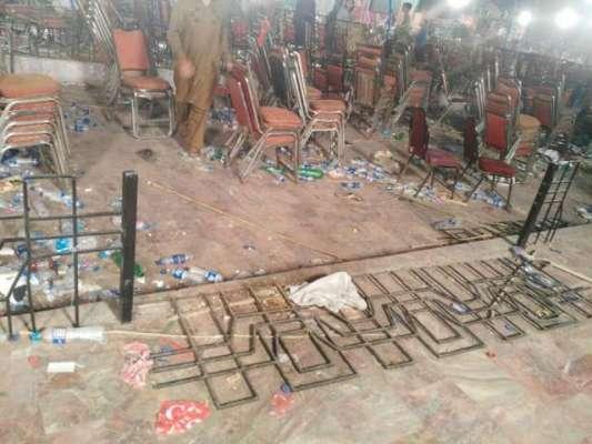 پی ٹی آئی کا مینار پاکستان میں جلسہ ، شرکا نے گراؤنڈ کا نقشہ بدل کر رکھ ..