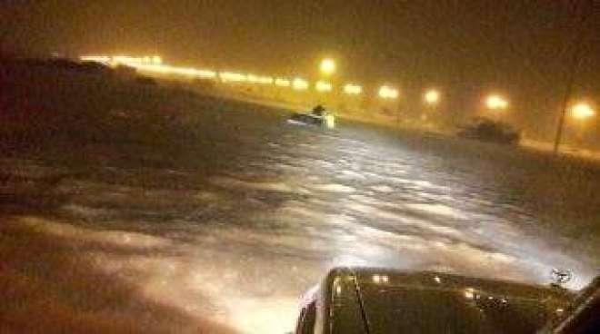 تباہ کن طوفان میکونو سعودی عرب سے ٹکرا گیا