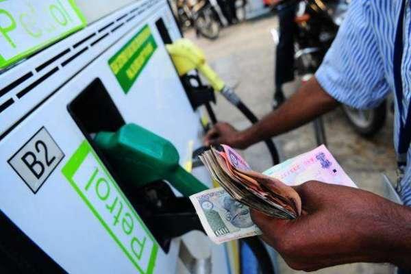 بھارت میں ڈیزل اور پٹرول کی قیمت پانچ سال کی بلندترین سطح پر پہنچ گئیں،