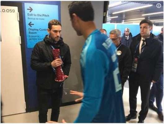 مصری فٹبالر محمد الشناوی کے ایک قدم نے کروڑوں مسلمانوں کے دل جیت لئیے