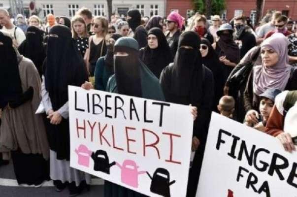ڈنمارک میں برقع اور نقاب پر پابندی کے خلاف فیشن ماڈلز کا منفرد احتجاج
