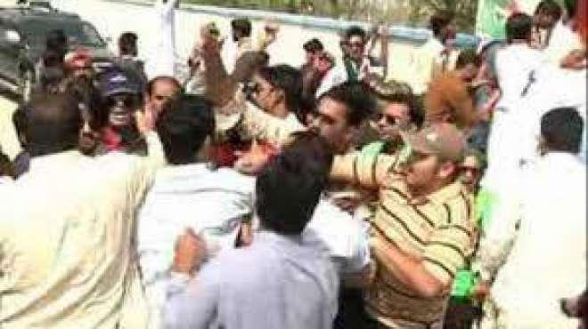 بوریوالہ؛ سیشن جج کی موجودگی میں مسلم لیگ ن کے دو دھڑوں میں جھگڑا