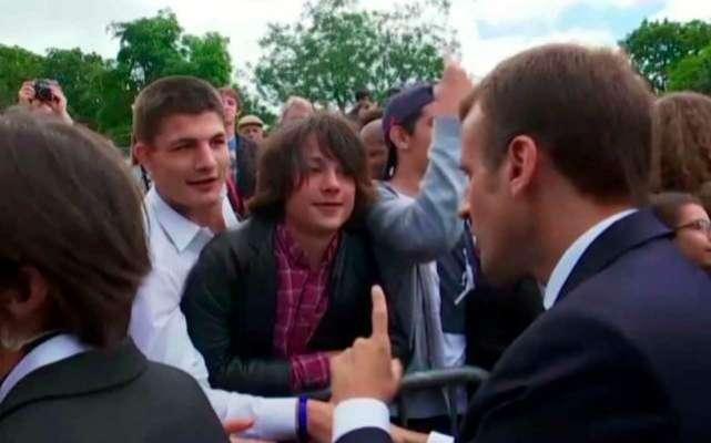 فرانسیسی صدر کی ڈانٹ سے نوجوان ذہنی دباو کا شکار،گھر تک محدودہوگیا