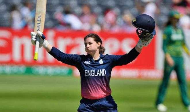 خاتون انگلش کرکٹر ٹامی بیومونٹ کے چوری شدہ کرکٹ کٹ اور کیپس بازیاب