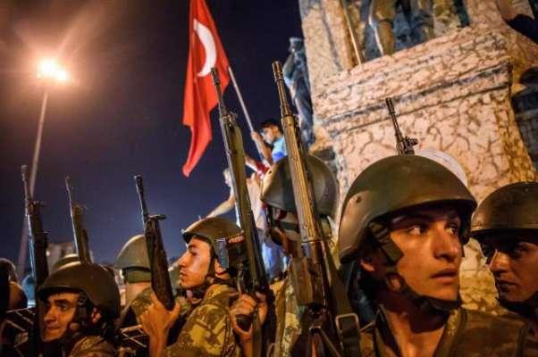 ترک عدالت نے ناکام فوجی بغاوت میں ملوث ہونے کے الزام میں 104 افراد کو ..