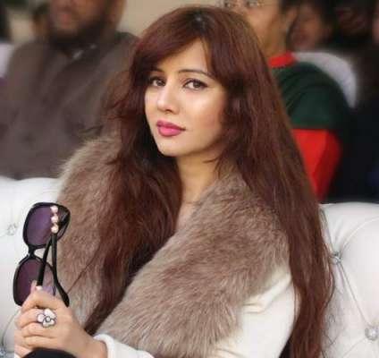 گلوکارہ رابی پیرزادہ نےعلی ظفرپرمیشا کےالزامات کوبےبنیادقراردے دیا