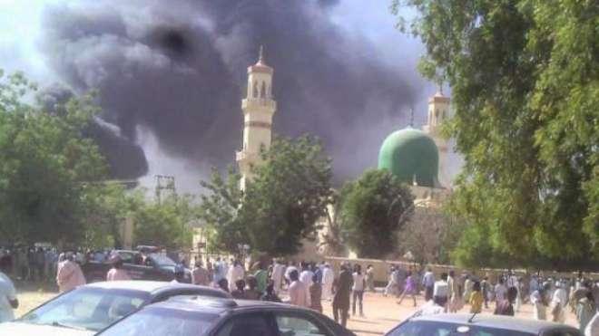 مسجد میں تین خودکش حملوں کے نتیجے میں کم از کم 10 افراد جاں بحق ہو گئے