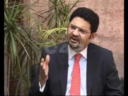 ٹھیکے دینے کا الزام، نیب نے سابق وزیر خزانہ مفتاح اسماعیل کو طلب کرلیا