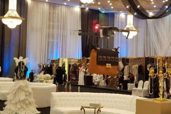 سعودی عرب کے فیشن شو میں ماڈلز کی جگہ ڈرونز نے لے لی