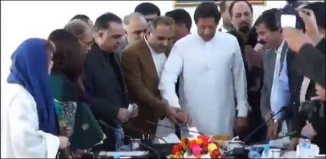 وزیراعظم عمران خان کا ہندو برادری کے ساتھ اظہار یکجہتی، دیوالی کا کیک ..
