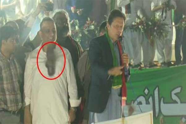 عمران خان علیم خان کوجوتا لگنے سےدلبرداشتہ ،پارٹی جھنڈا اورمائیک پھینک ..