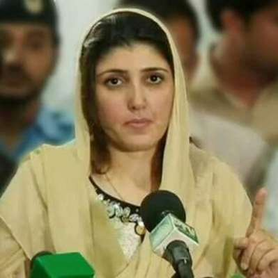 پی ٹی آئی چئیرمین پر الزامات عائد کرنے والی عائشہ گلا لئی عمران خان ..