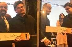 کینیڈا ڈیم فنڈز ریزنگ تقریب:  وزیراعظم عمران خان کے دستخط شدہ 2کرکٹ ..