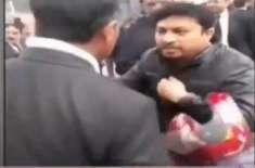 وکلاء گردی کی ایک اور ویڈیو سامنے آگئی