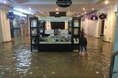 متحدہ عرب امارات میں طوفانی بارش، دُبئی مال بھی زیر آب آ گیا