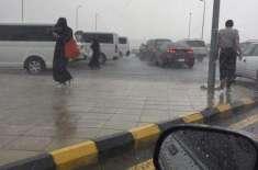 سعودی عرب میں بارش سے کئی علاقے زیر آب آ گئے