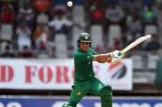 محمد عامر نے نوجوان کرکٹرز کیلئے اچھی مثال نہیں چھوڑی:کامران اکمل