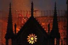 پیرس کے 800 سالہ قدیم گرجا میں لگنے والی آگ پر قابو پالیا گیا