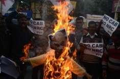 بھارت میں مسلم مخالف متنازع بل پر ہنگامے اور ہلاکتیں، جاپانی وزیر اعظم ..
