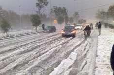 لاہور میں منگل کی رات شدید بارش اور ژالہ باری