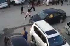 اسلام آباد میں بیوی نے اپنے ہی شوہر کی گاڑی پر حملہ کردیا