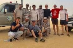 خطرناک سعودی صحرا 'ربع الخالی' میں پھنس جانے والے افراد کو بچا لیا ..