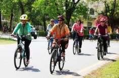 پشاور، احتجاج اور دھمکیوں کے بعد خواتین کی سائیکل ریلی منسوخ