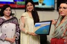 بھارتی اداکارہ بھی وزیراعظم عمران خان کے گن گانے لگیں
