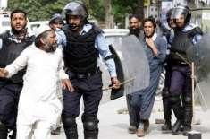اسلام آباد کا نادرا چوک میدانِ جنگ بن گیا
