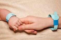راس الخیمہ: 10 منزلہ اپارٹمنٹ سے گرنے والی بچی کوما سے باہر آ گئی