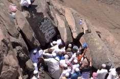 عمرہ اور حج زائرین غارِ ثور اور غارِ حرا کا تقدس مجروح کرنے لگے