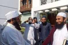 مولانا طارق جمیل کی اپنے ہمشکل سے ملاقات کی تصاویر سوشل میڈیا پر وائرل
