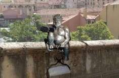 سپین میں شیطان کے مسکراتے ہوئے مجسمے پر عوام ناراض