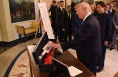 امریکی صدر کا وزیراعظم کو کرکٹ بیٹ کا تحفہ