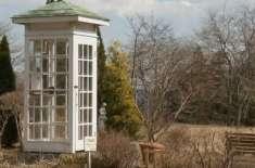 """""""فون آف  دی ونڈ""""۔ ایسا فون بوتھ جہاں سے  لوگ اپنے مرحوم رشتے داروں کو .."""