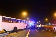 شارجہ جانے والے ملازمین کی بس کو حادثہ، 21 افراد زخمی