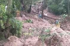 آزاد کشمیر کے ضلع پونچھ کے علاقے ہجیرہ کے قریب لینڈ سلائیڈنگ کی زد میں ..