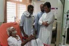 وزیراعظم عمران خان خوشاب کے سرکاری اسپتال میں 118 سالہ مریض دیکھ کر حیران
