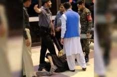 موٹر سائیکل سمیت ائیرپورٹ میں گھسنے کی کوشش کرنے والے مشکوک شخص کے ..