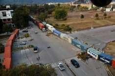 ریڈ زون اسلام آباد کی کئی شاہراہیں کنٹینر لگا کر بند کر دی گئیں