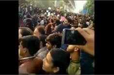 نئی دہلی میں پولیس کا طلبا پر تشدد