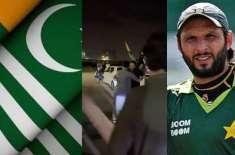 Shahid Afridi rises the kashmir flag on Pakistan Independence day