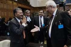 بھارتی عہدیدار نے پاکستانی اٹارنی جنرل سے ہاتھ ملانے سے انکار کردیا