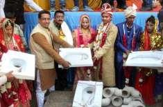 بھارت میں دلہا دلہن کو ٹائلٹ کا تحفہ